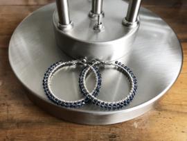 oorbellen creolen zilver met blauw kristal