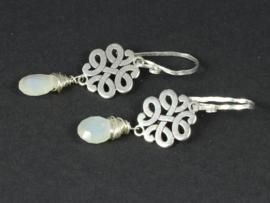 oorbellen zilver met maansteen brioletten