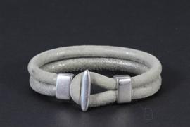 armband dubbel suède in lichtgrijs met antiek zilver