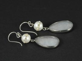 oorbellen lang zilver met  witte parel en grijze jade