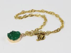 armband met schakelketting en groene raisin bedel