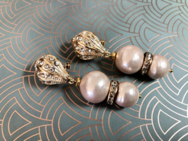 oorbellen lang goud met roze shell parels