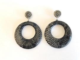 oorbellen verzilverd met slangenleer print