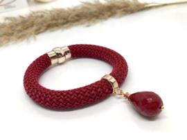 armband met donker rood koord en jade druppel