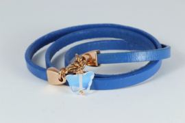 armband blauw leer met roségoud en opaliet vlinder