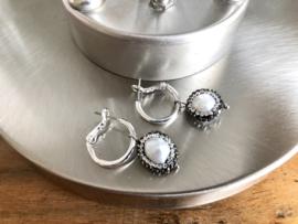 oorbellen creolen zilver met parel en rijnsteentjes