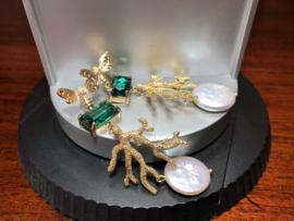 Oorbellen lang goud messing groen kristal