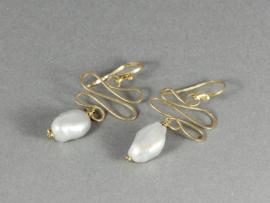 oorbellen goud met barok parels