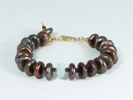 armband goud met grote bruine parel rondellen en aqaumarijn