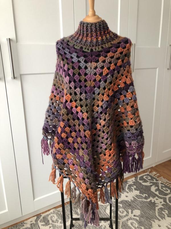 Dames poncho in herfsttinten met 100% wol