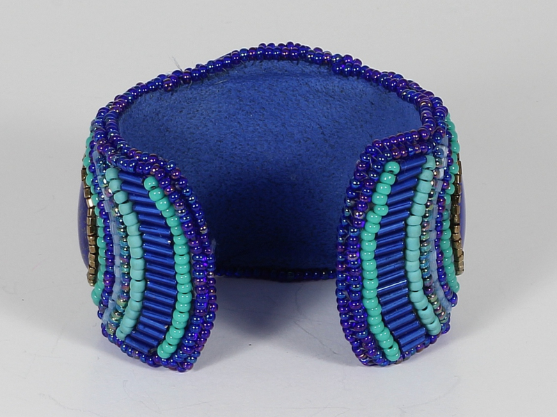 cuf beadembroidery met lapis lazuli