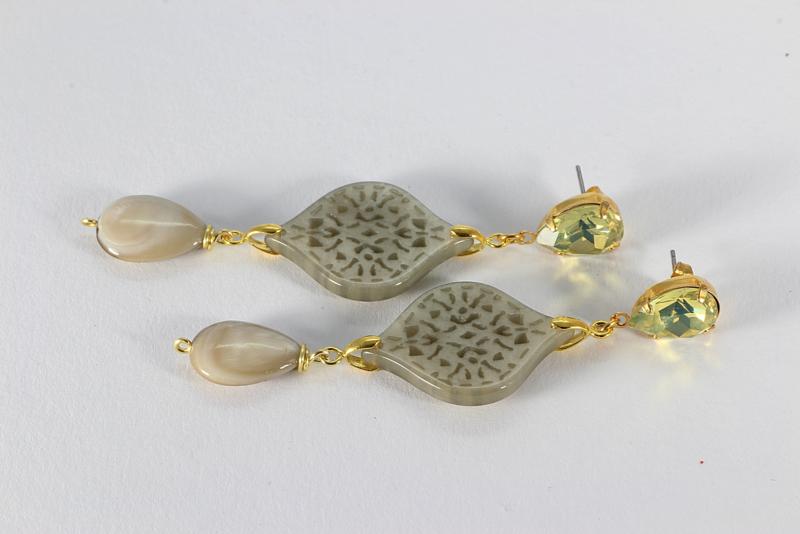 oorbellen XL met swarovski vanille en beige parelmoer