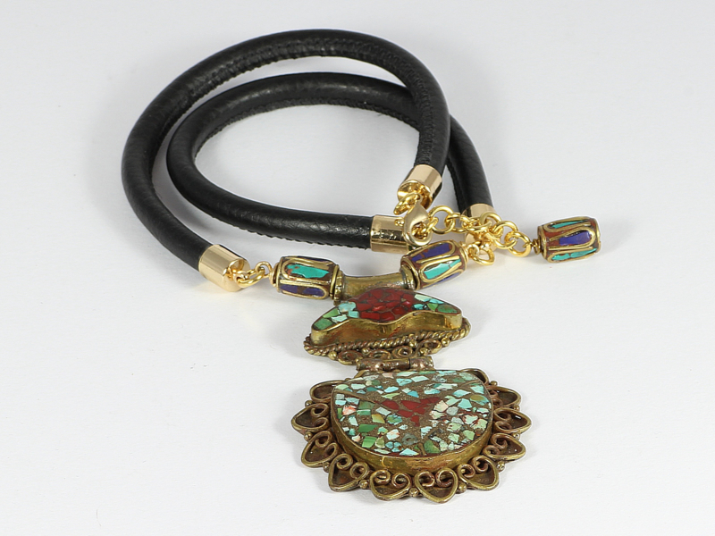 collier met zwart nappaleer en Tibetaanse hanger