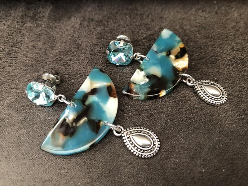 oorbellen lang swarovski en resin blauw bruin