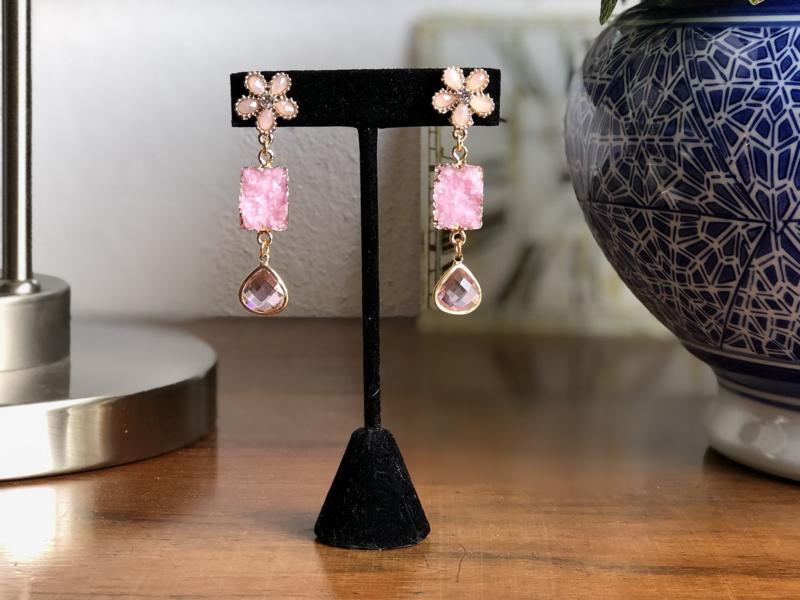 oorbellen zacht roze bloemetjes, druzy's en facet brioletten