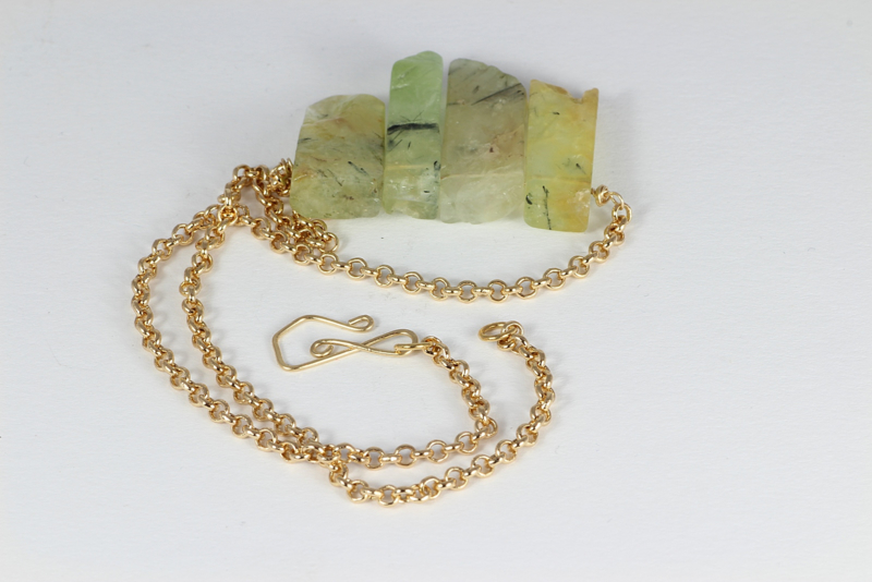 collier goud met prehniet staafjes