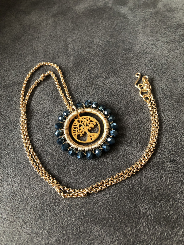 collier lang goud medaillon donkerblauw kristal