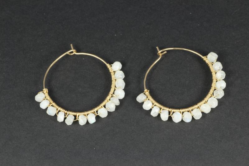 oorbellen goud creolen met maansteen