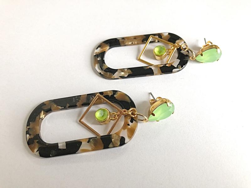 oorbellen XL appelgroene swarovski en resin hangers