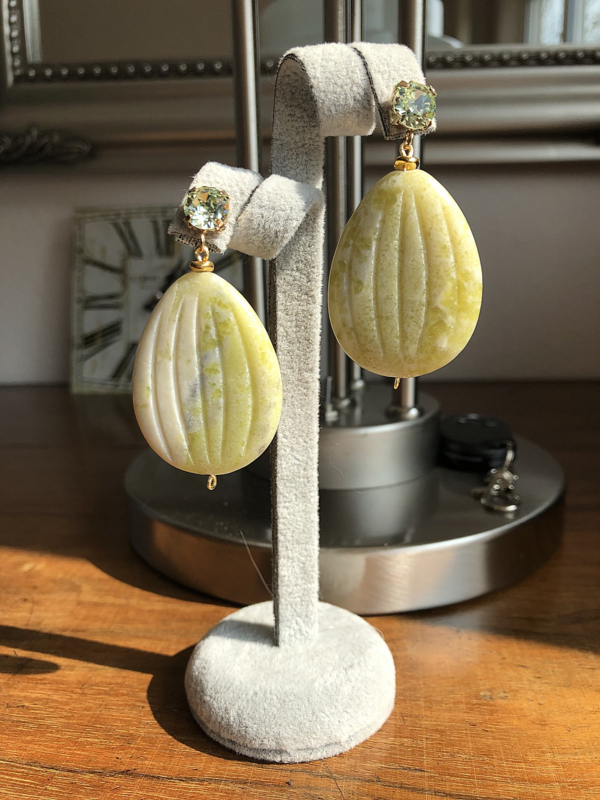 oorbellen XL goud met swarovski elements groen en lemon jade