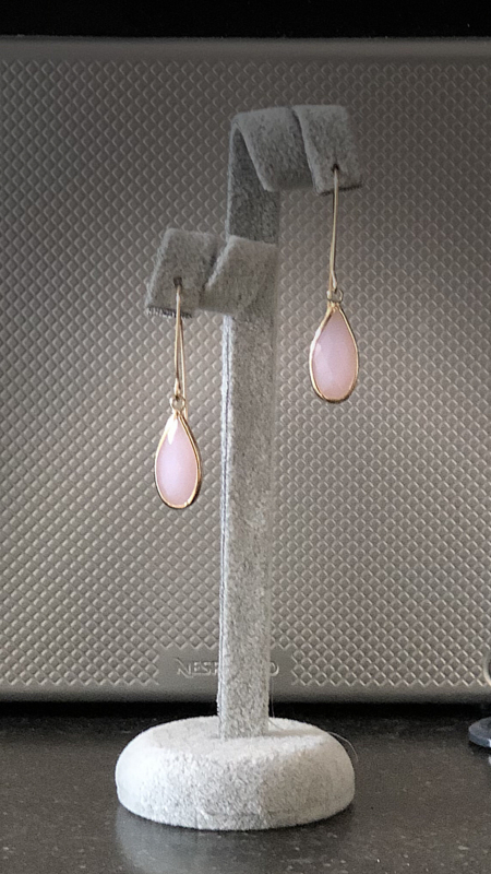 oorbellen met oorhaken 14 krt g en roze druppels facet