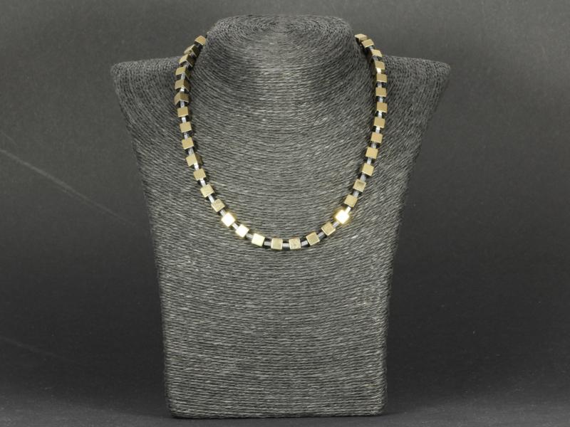 collier kort met hematiet goud en zilver