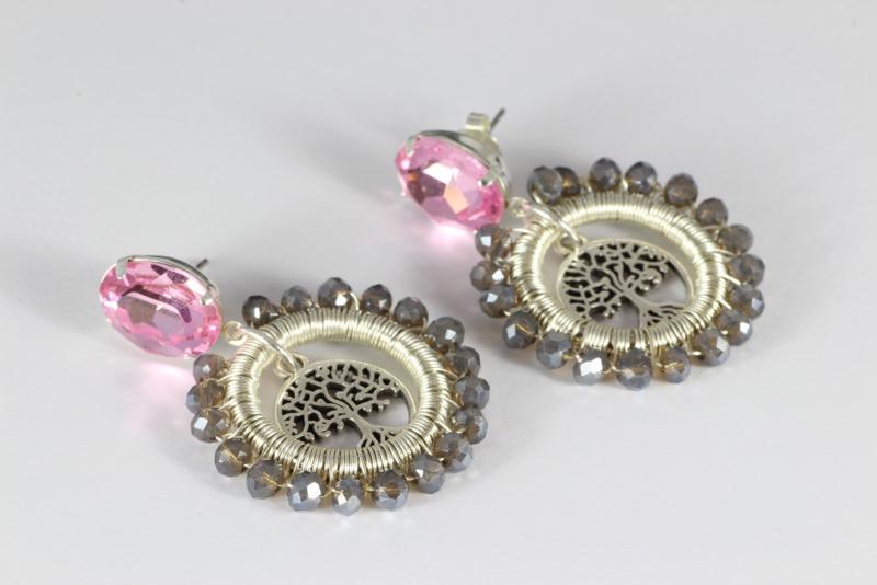 oorbellen lang met swarovski roze en grijze kristallen en levensboom