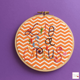 Quote tegeltje | Life is a Circus (Chevron achtergrond)