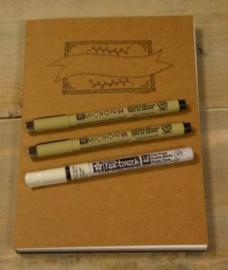 Oefenblok Handlettering Papier Wit/recyling Kraftbruin en Zwart A5 + 3 Handlettering Pennen
