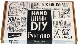 "Partybox ""Handlettering"" Paperfuel"" + 1 x A6 Handlettering Oefenblok Kerst Editie"
