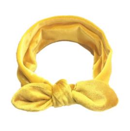 Knoophaarband fluweel geel