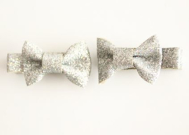 Strikje op clip 4cm zilver glitter