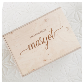"HOUTEN MEMORYBOX GEGRAVEERD | ""MARGOT"""