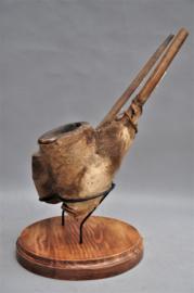 2 oude tribale pijpen van het MOBA volk, Noord Togo, midden 20e eeuw