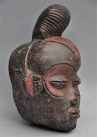 Terra cotta maskertje van de PUNU, Gabon, 21e eeuw