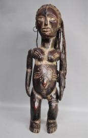 Met antilopenleer bekleedde EKOÏ figuur, Nigeria, eind 20e eeuw