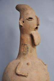 """Vrij grote terra cotta """"kruik' van de BURA uit Niger, leeftijd onbekend"""