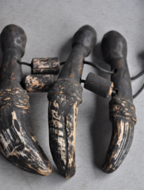 Halsketting met zwijnentanden en bamboe kralen, IFUGAO , 2e helft 20e eeuw