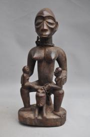 Ouder materniteitsbeeld van de LUBA, DR Congo, ca 1970