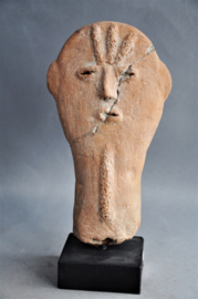 BURA head, Niger, age unknown