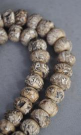108 kraals mala van schelpkralen met mantras, Nepal, laat 20e eeuw