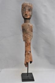 Groot oud voorouder paalbeeld, KUSASI, noord Ghana, midden 20e eeuw