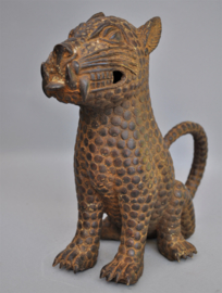 Groot bronzen zittend luipaard, regio Benin City, Nigeria, 21 e eeuw