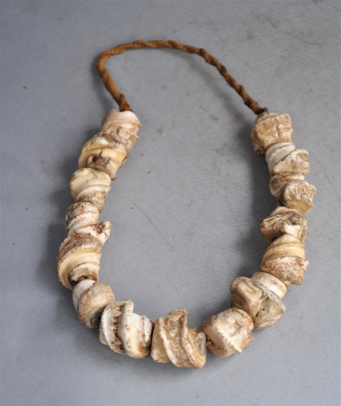 Tibetan necklace of fossile shell parts, Nepal, 2nd half 20th century