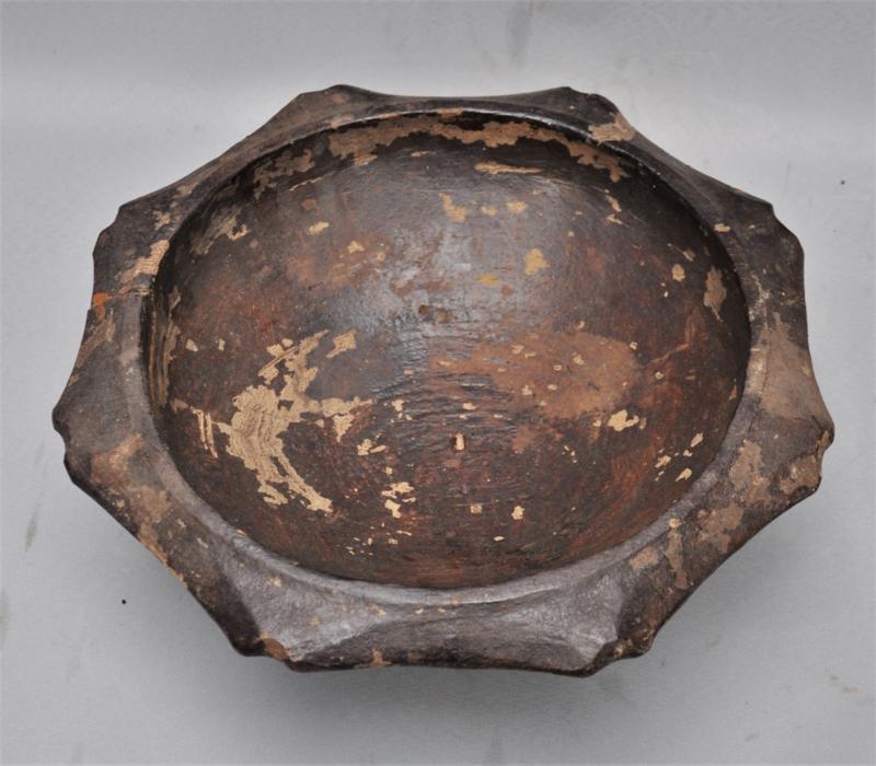 Grote oude tribaal gebruikte houten kom, IFUGAO , Luzon, 1e helft 20e eeuw