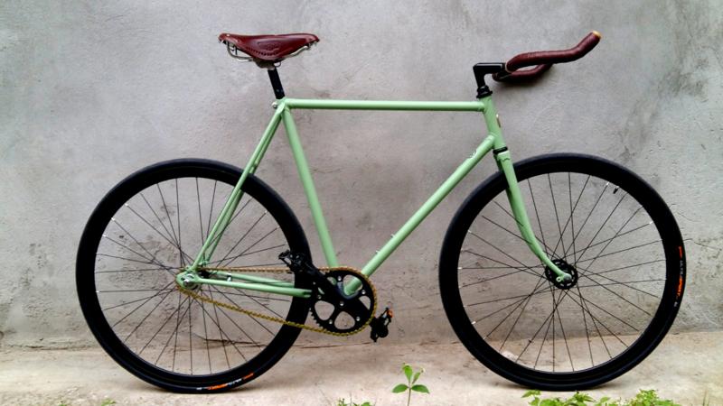 Single speed racing bicycle