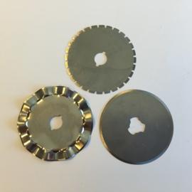 Reserve mesjes voor rotary cutter 45mm - 1 recht, 1 wave, 1 perf. 12411-1121