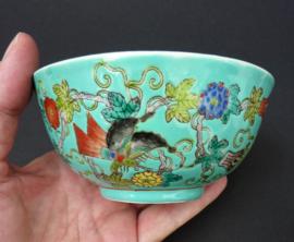 Chinese Jingdezhen PROC turquoise porseleinen kom met vlinders en bloemen