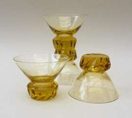 Art Deco amber kleurige kristallen likeur coupes
