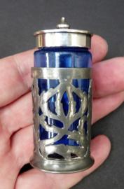 Antiek Engels blauw glazen zoutvaatje met verzilverde houder en dop